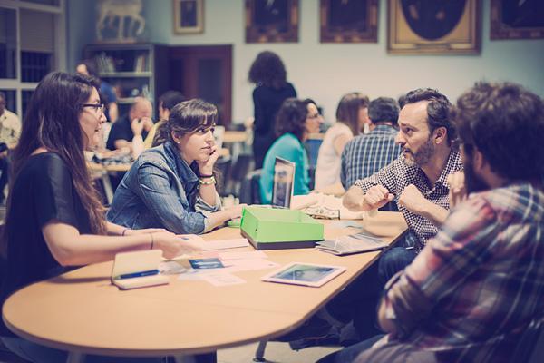 En abril de 2015 me invitaron a participar en el Behance Portfolio Review celebrado en la Escuela de Arte y Diseño San Telmo con motivo del Málaga Design Walk. Después de la charla, tuve la oportunidad de ver los portfolios de diseñadores que dan sus primeros pasos. La foto es de Marinamluna.